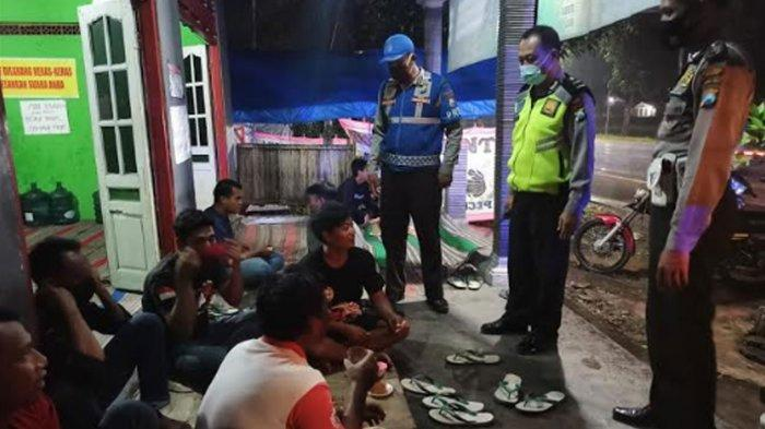 Warung Lesehan Malam di Nganjuk Makin Ramai Pengunjung, Satgas Covid-19 Wanti-wanti Prokes