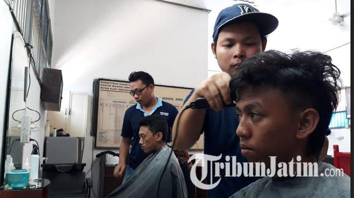 Khusus Untuk Narapidana, Pemotong Rambut di Rutan Medaeng Hanya Bisa Pakai Gaya Rambut Rapi Tipis