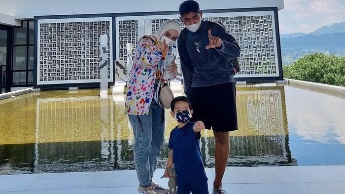 Kelakuan Usil Anak Arya Saloka Kerjai Ayahnya, Suami Putri Anne sampai Cubit Pipi Anak karena Gemas