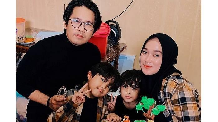 Potret Ayus Sabyan dan Ririe Fairus bersama kedua anaknya.