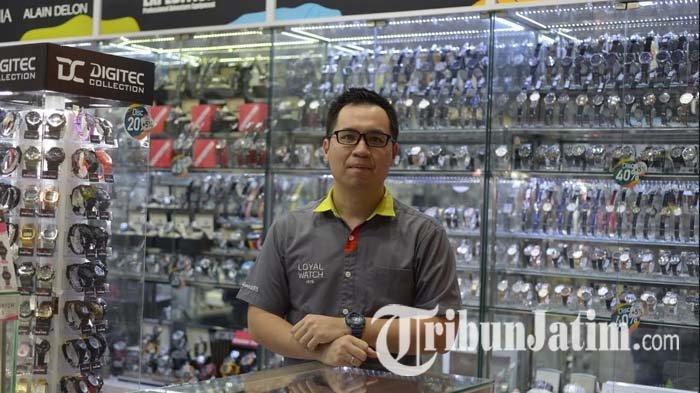 Akrab dengan Jam Sejak Kecil, Kini Lucky Chandra Sukses Menggeluti Bisnis Jam Tangan di Surabaya