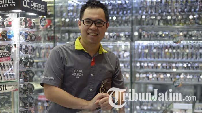 Pemilik Loyal Watch di Surabaya Lucky Chandra Melihat Potensi dalam Berbisnis Jam Tangan