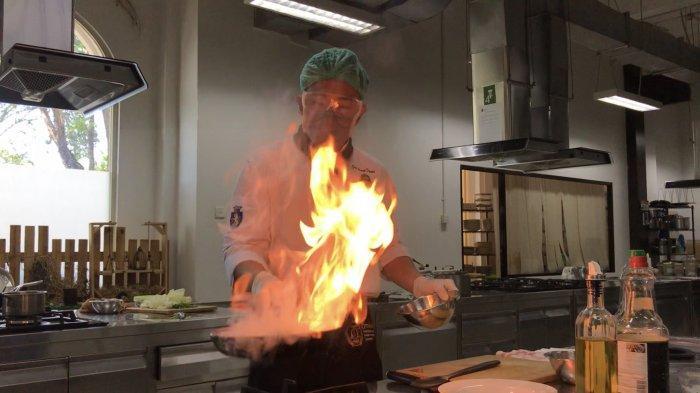 NEWS VIDEO: Praktik Memasak Mahasiswa Akademi Kuliner Ottimmo Internasional Harus Pakai APD Lengkap