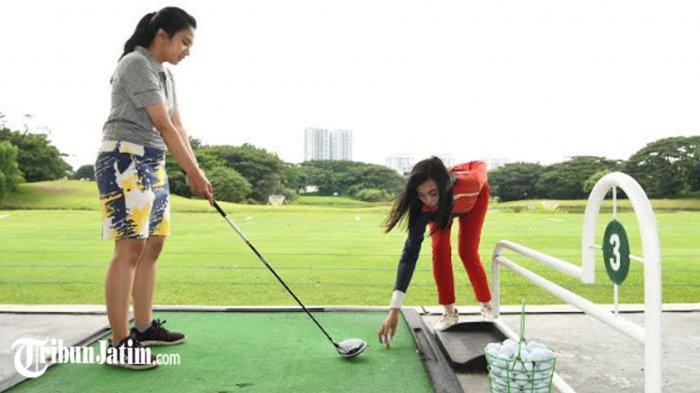 Menjaga kebugaran tubuh selama puasa Ramadan 2021 bisa dilakukan dengan olahraga golf.