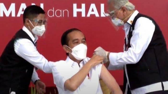 Presiden Joko Widodo (Jokowi) disuntik vaksin Covid-19 oleh Dokter Kepresidenan Prof Abdul Muthalib.
