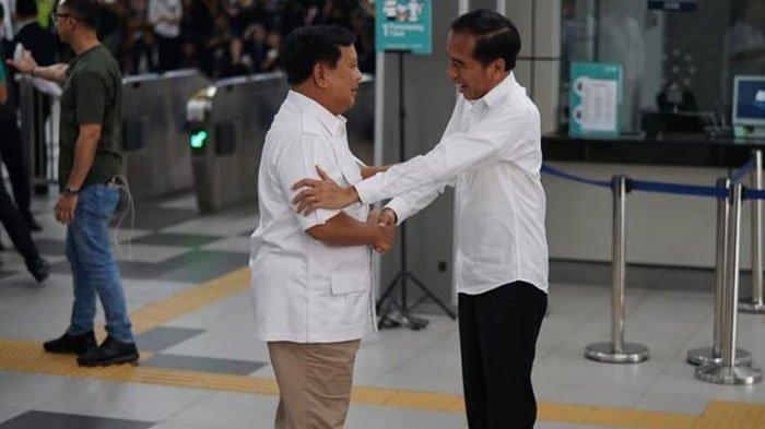 Jokowi Bertemu Prabowo di Stasiun MRT Bikin Pengunjung Heboh, Sudah Beri Sinyal Sejak Bulan Lalu