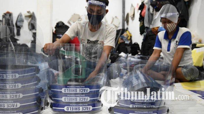 NEWS VIDEO: Surabaya Transisi New Normal, Face Shield Laris Diburu Pembeli, Omzet Penjual Berlimpah