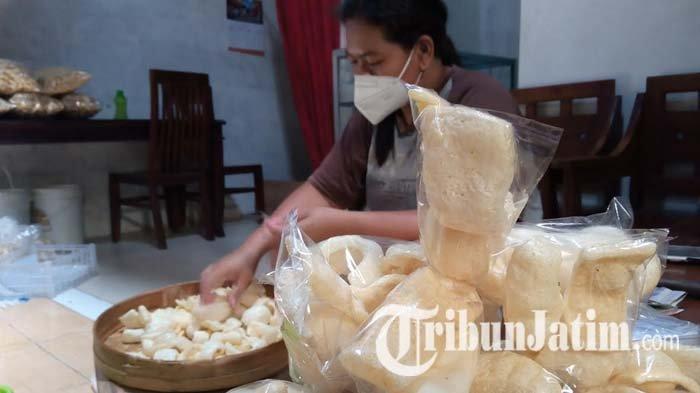 Pesanan Kerupuk Rambak Tulungagung Sudah Naik 50 Persen, Tapi Belum Pulih dari Situasi Pandemi