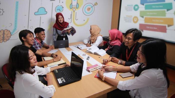 Tips Pilih Kampus Sambil Bekerja, Universitas Internasional Semen Indonesia Buka Program Kelas Sore