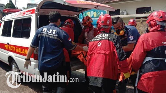 BREAKING NEWS: 2 Pria Malang Ditemukan Tewas di Lapangan, Polisi Semprot Disinfektan saat Olah TKP