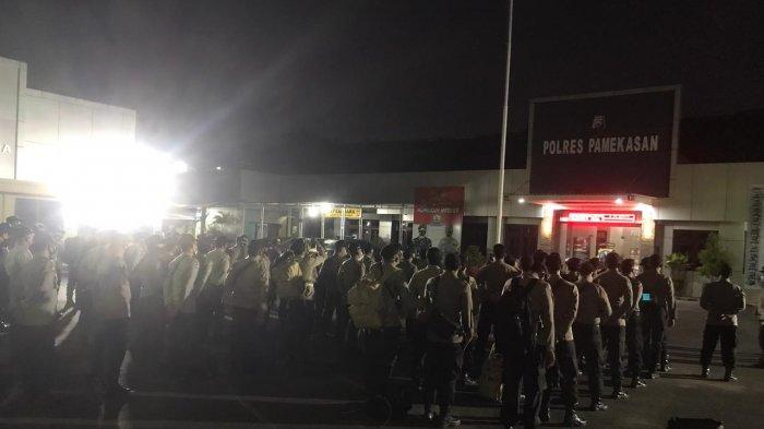 100 Personel Polres Pamekasan Diturunkan Bantu Pengamanan Pelaksanaan Pilkades Serentak di Bangkalan
