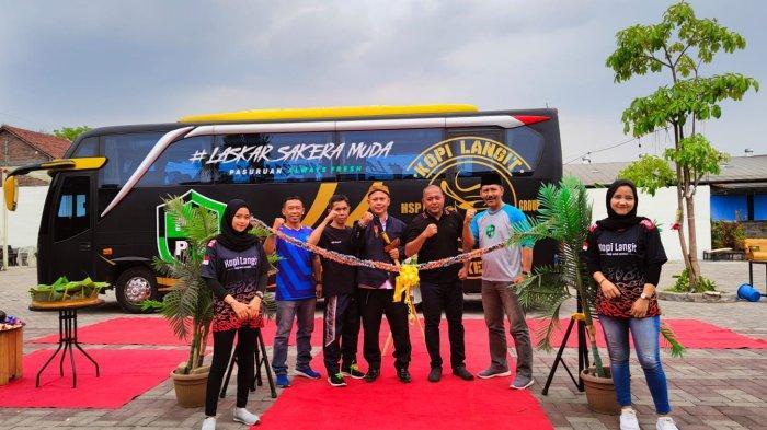 PENDATANG BARU : PSPK Pasuruan Raya, tim sepak bola baru asal Pasuruan saat dilaunching di Kafe Langit, Pasuruan.