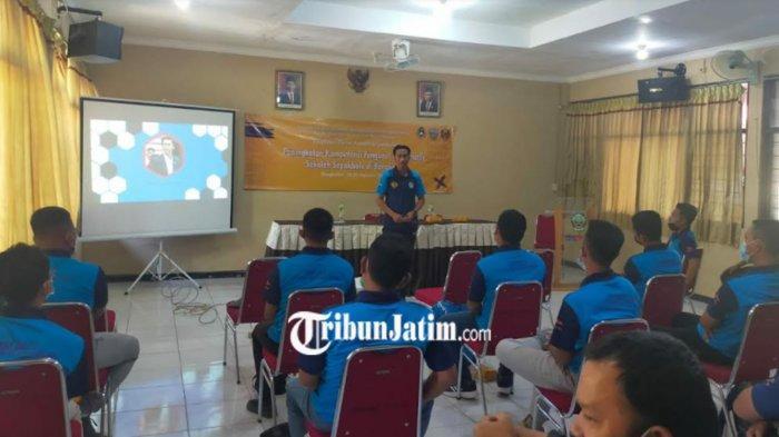 Unesa Gandeng Dispora dan PSSI Bangkalan Tingkatkan Kompetensi Pelatih Sepak Bola Usia Muda