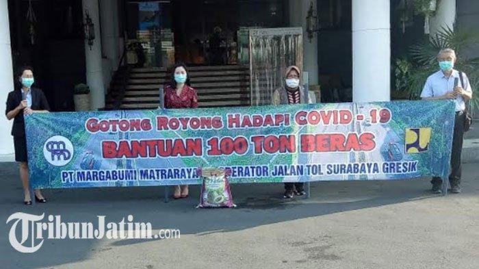 PT Margabumi Matraraya Salurkan 100 Ton Beras untuk Warga Surabaya ke Pemkot: Kita Kuat Lawan Corona