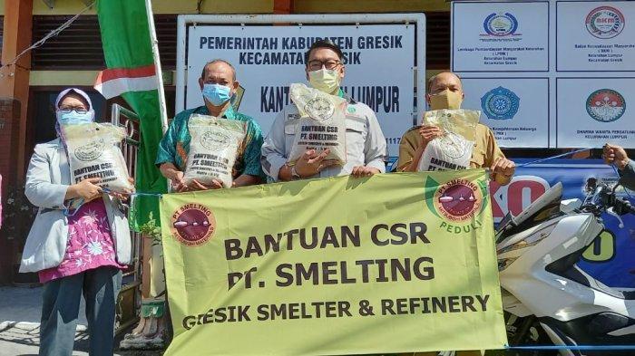 Smelting Peduli Salurkan Beras 5 Kg Kepada 7.370 Kepala Keluarga di 3 Kelurahan di Gresik