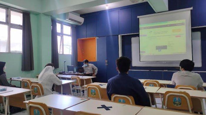 Siswa Smamda Surabaya Pakai Baju Bebas Rapi saat Ikuti Pembelajaran Tatap Muka