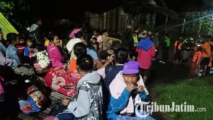 Madiun Diterjang Banjir, Ratusan Warga Mengungsi Sementara ke Tempat Aman
