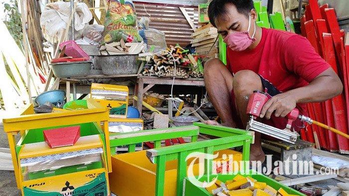 Purnoaji Penyandang Disabilitas di Blitar Sukses Tekuni Usaha Kerajinan Truk Mainan dari Limbah Kayu