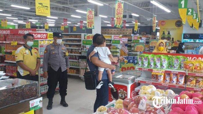 Polisi Tetap Patroli Walau Pusat Perbelanjaan Gresik Masih Sepi, Ingatkan 'Jaga Protokol Kesehatan'