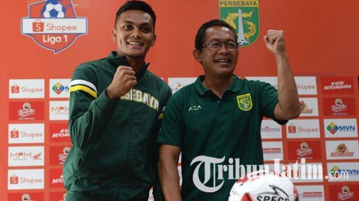 Pemain Persebaya Surabaya, Rachmat Irianto, dan Pelatih Persebaya Surabaya, Aji Santoso, saat konferensi pers jelang laga Persebaya vs Persik Kediri, Jumat (28/2/2020).