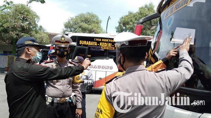 Petugas Gelar Ram Check Bus di Terminal Gayatri Tulungagung, Semua Armada Dinyatakan Layak Jalan