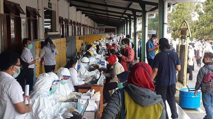 Satu Karyawan Ini Positif Corona, Ratusan Karyawan Pabrik Rokok di Madiun Jalani Rapid Test Massal