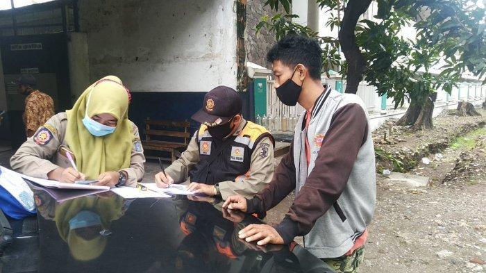 Perketat Protokol Kesehatan, Kelurahan Pacarkembang Gelar Operasi Masker