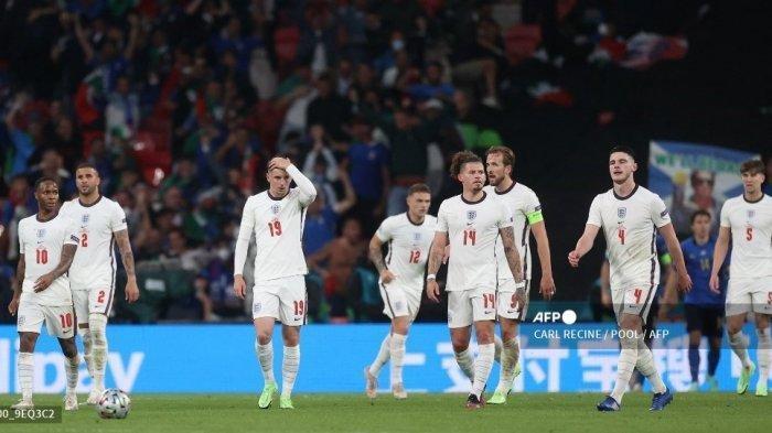 TERPOPULER BOLA: Pemain Inggris Disemprot Fans hingga Leonardo Bonucci Jadi Pencetak Gol Tertua