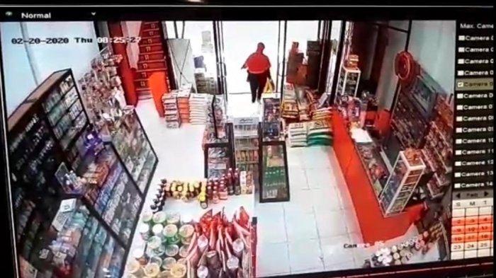 Aksinya Terekam CCTV, Ibu-Ibu di Malang Gondol 3 Karung Beras di Toko Swalayan Saat Menyuruh Korban