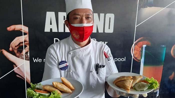 Executive Chef Quest Hotel Darmo Surabaya, Dolies Barmawi membagikan resep menu sehat untuk menemani Idul Adha bersama keluarga. Ada sup kambing tanpa santan hingga samosa daging kambing, Rabu (21/7/2021).