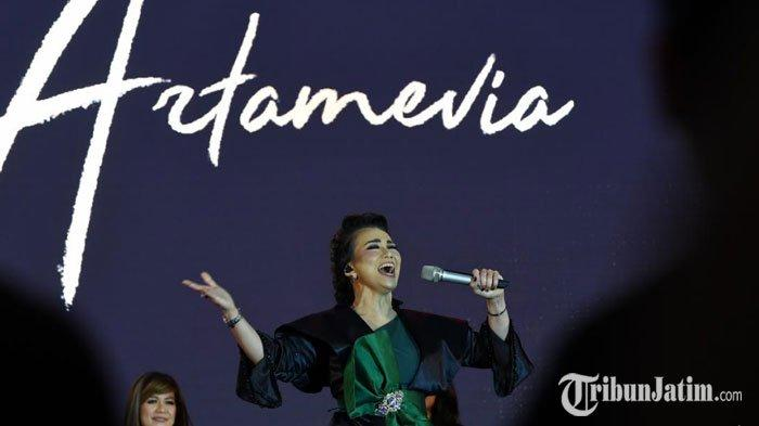 Berlangsung Meriah, Reza Artamevia Manjakan Penontondengan 14 Lagu di Exclusive Concert Surabaya