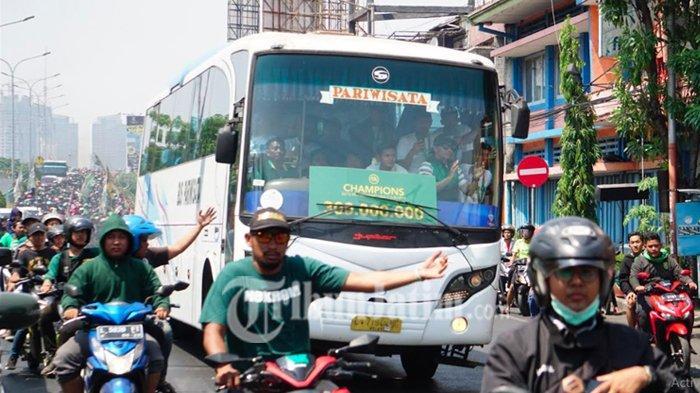 Persebaya U-20 Juara Liga 1, Ribuan Bonek Kawal Bus Pasukan Persebaya Muda
