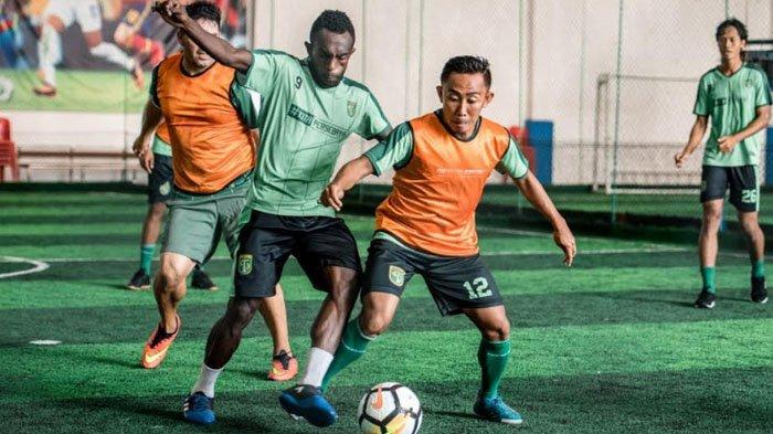 Pulihkan Kondisi Pemain Usai Perjalanan Jauh, Skuad Persebaya Jalani Latihan di Lapangan Futsal
