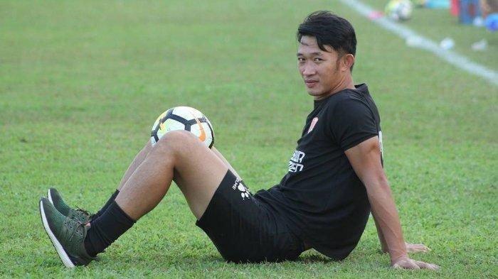 Rivky Mokodompit Dipanggil Timnas Ikut TC, Pelatih Kiper Persebaya Ingatkan 1 Hal: Harus Kerja Keras