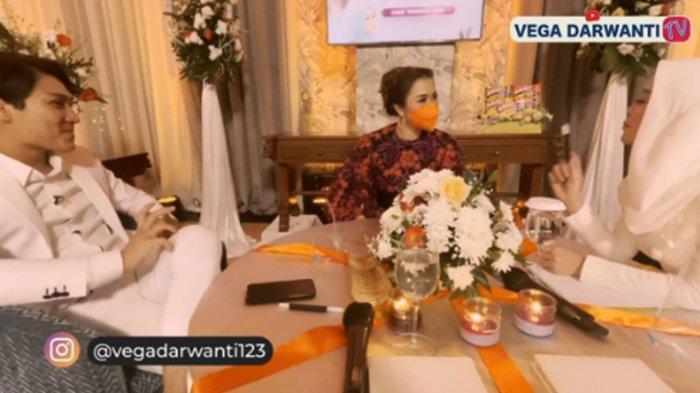 Rizky Billar dan Lesti Kejora dalam kanal YouTube Vega Darwanti TV.