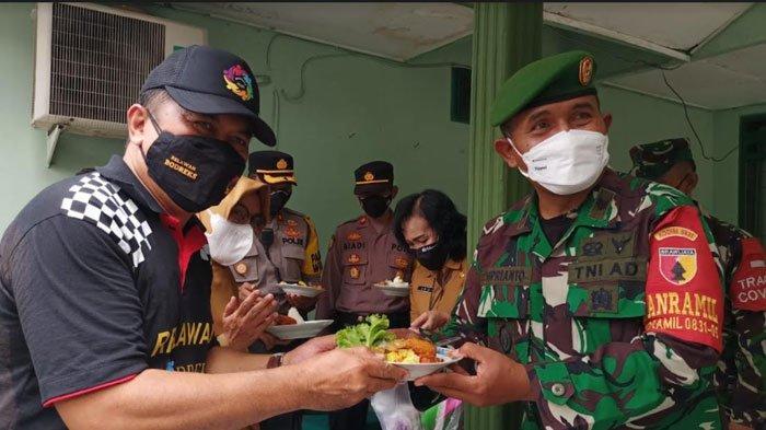 Peringati HUT TNI ke-76, Relawan Bodreks Beri Kejutan Istimewa untuk Koramil Rungkut Surabaya