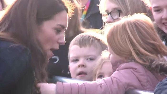 Reaksi Kate Middleton Saat Rambutnya Tiba-Tiba Dipegang Anak Kecil Jadi Perhatian Orang Sekitar