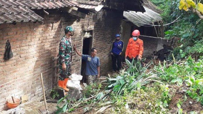 Hujan Lebat dan Dengar Suara Gemuruh, Warga Ponorogo Kaget Lihat Longsor Menimpa Rumahnya