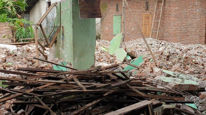 Rumah di Trowulan Mojokerto Dibongkar Paksa, Perceraian Pasutri Jadi Sebab