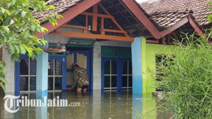 Selama 15 Hari,  Banjir Yang Merendam Ratusan Rumah di Tempuran Mojokerto Mulai Surut