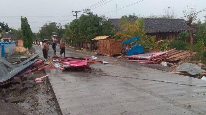 Hujan Disertai Angin Kembali Terjang Bojonegoro, 10 Pohon Tumbang hingga 6 Rumah Warga Rusak