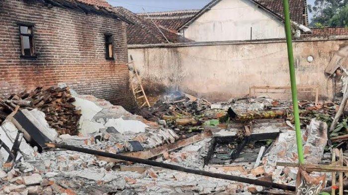 Rumah di Jember Terbakar Saat Pemiliknya Bantu Gali Makam