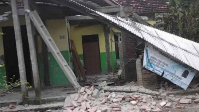 Kerusakan rumah warga Tulungagung imbas gempa bumi di Malang.