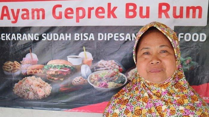 Warung Ayam Geprek yang Diklaim Pertama di Indonesia, Seporsi Rp15.000, Pelanggan Bebas Ambil Lauk