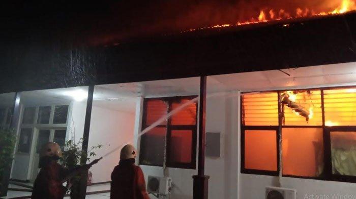 Bangunan Ruang Arsip PUPR di Gayungan Surabaya Terbakar, PMK Kirim 14 Mobil, Nihil Korban Jiwa
