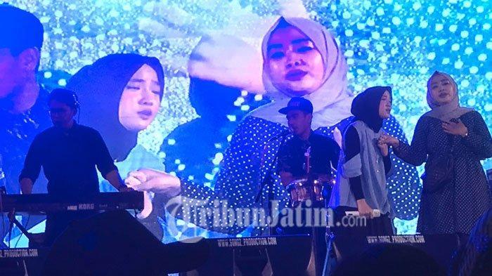 Antusias Penonton Lihat Nissa Sabyan 'Manggung' di Dies Natalis Unusa, Rela Datang Sejak Sore Hari