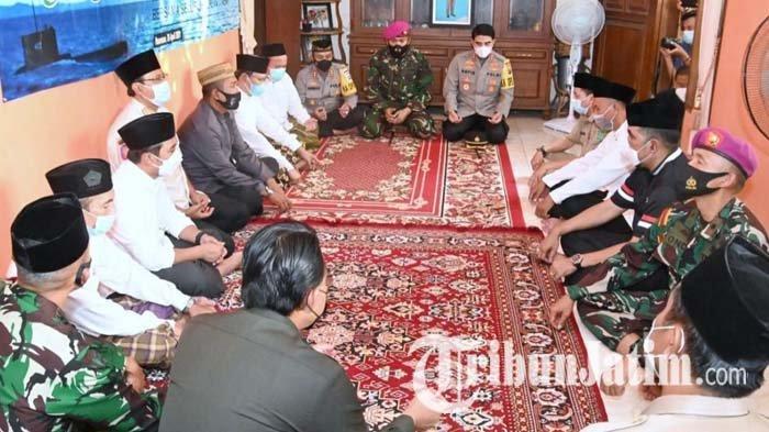 Wali Kota dan Bupati Pasuruan Kunjungi Rumah Lettu Imam Adi dan Gelar Doa Bersama