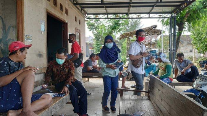 Sales dari berbagai macam perusahaan tawarkan produknya di Kampung Miliarder Tuban