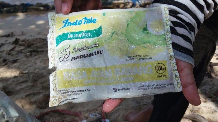 Viral Foto Sampah Bungkus Plastik Mie Instan di Pantai Malang, 19 Tahun Terombang-ambing di Laut