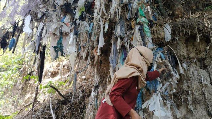 Cegah Kerusakan Lingkungan, Relawan Bersihkan Sungai hingga Pohon Plastik di Pasuruan